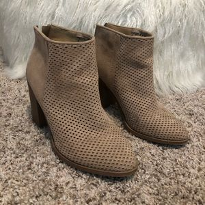Universal Thread Lasercut booties